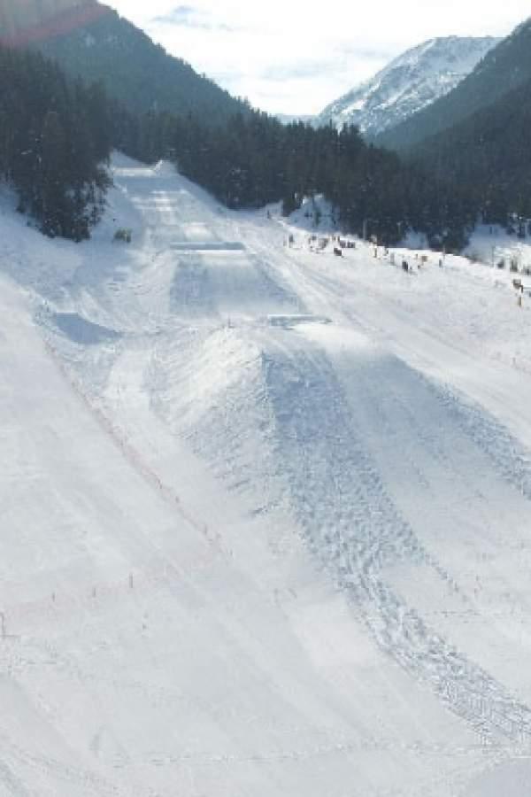 Колко сняг трябва за световни спускания?