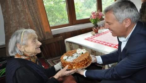 100 години с бодър дух и усмивка