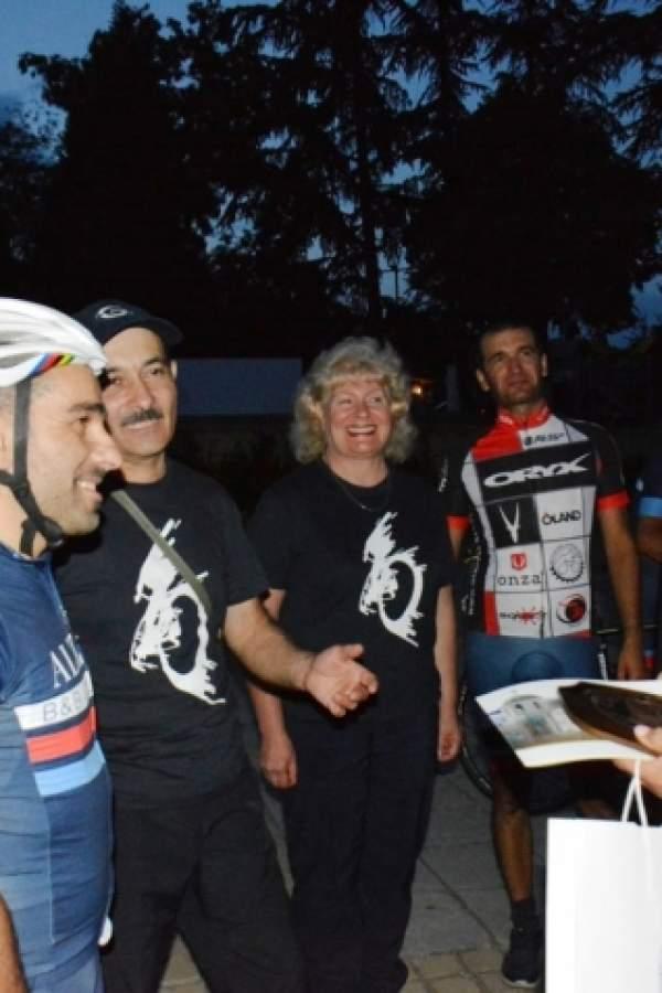 (снимки) Медали за почетни гости на община Симитли получиха италиански колоездачи
