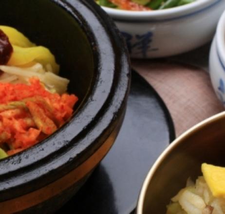 Опитваме паб и пулкоки на корейски фестивал в Добринище
