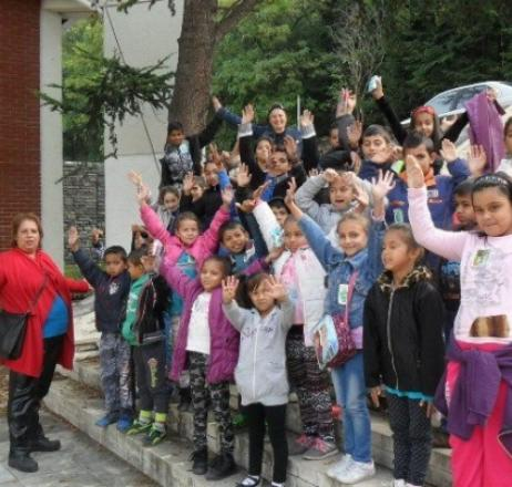 Раздадоха сапуни на ромите за Световния ден за миене на ръце