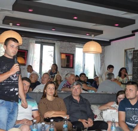 Отрупаха с въпроси  депутата Елена Йончева в Гоце Делчев
