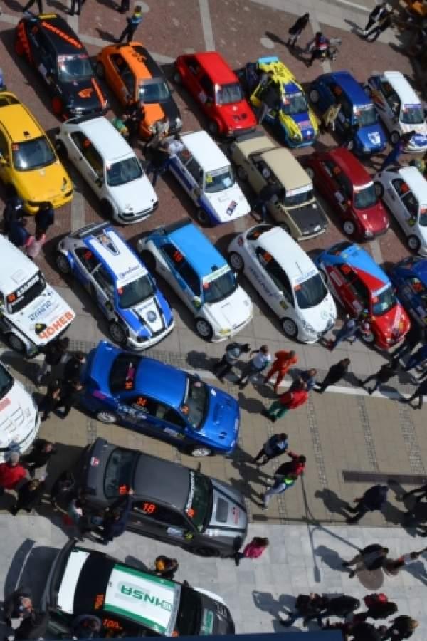 (снимки) Високи скорости и спортни коли по пътя към Делвино