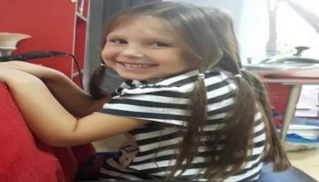 (снимки) Защо 5-годишна госпожица дари косите си?