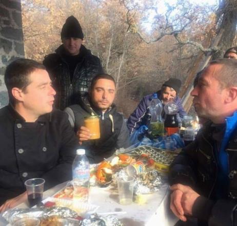 Мед за 120 лева  купи на търг именяк и  дари парите на църквата в Градево
