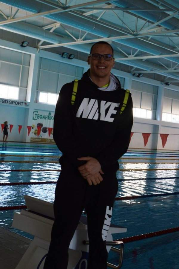 Шампион по плуване тренира в Благоевград