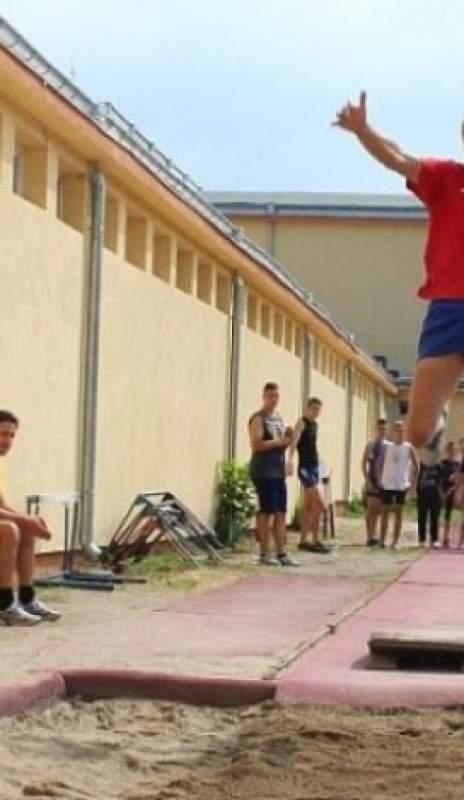 Лъвски скок  за Левски