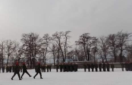 Търсят кандидати за начална военна подготовка