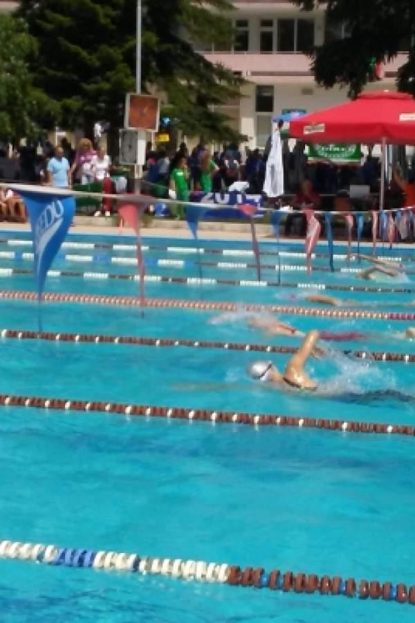 Рекорден брой плувци на състезание в Сандански