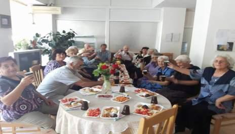Наздравици за 70-годишен юбилей на народна певица от Разлог